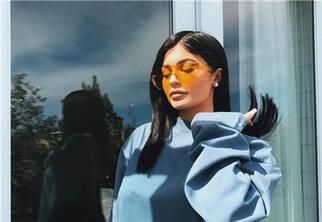 遮阳时髦彩片太阳镜 戴上它穿什么还重要么?