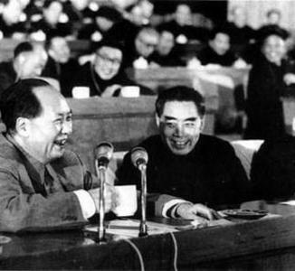 毛泽东与周恩来珍贵合影:革命生涯凝结深厚情谊