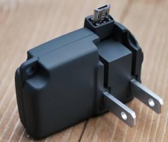 史上最小手机充电器:自带充电接口