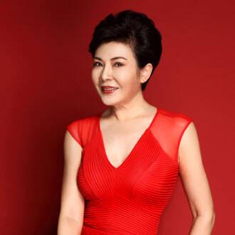 """她曾是中国第一位真正意义上的主持人,缘何转身成为""""公益女掌门"""""""