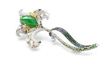 挑一款翡翠珠宝送给她吧