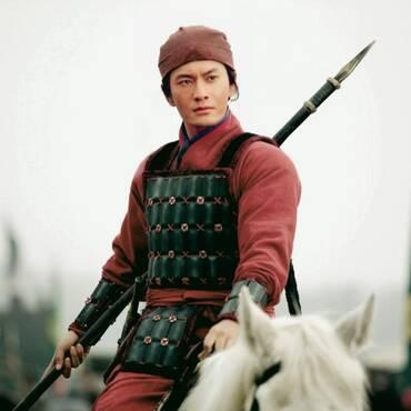 他是岳飞后代,清朝名将,欠乾隆70万两,62岁还要上马打仗