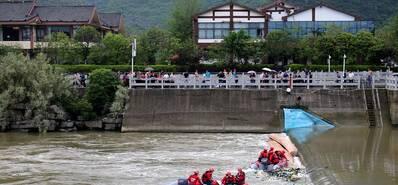 桂林村民赛龙舟翻船 17人不幸遇难