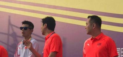 孔令辉卸任主教练后首次公开亮相 联手张继科助阵马拉松