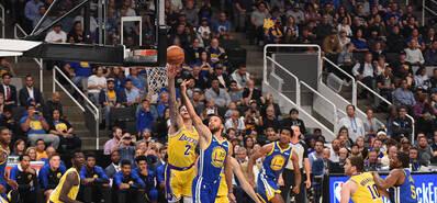 NBA季前赛:湖人119-105逆转勇士