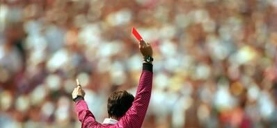少个人怎么踢?看历届世界杯首张红牌