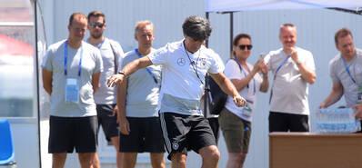 德国队训练备战 勒夫技痒亲上场