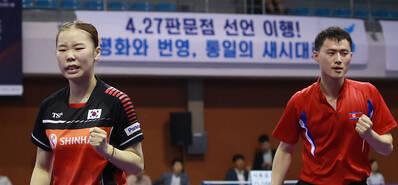 朝韩联队再度亮相 有说有笑气氛融洽