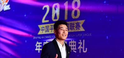 2018中超颁奖仪式 武磊大步流星自信十足