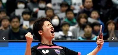 日本一哥输球怒摔球拍 对手帮捡被赞有风度