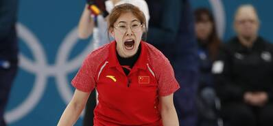 无奈认输!女子冰壶中国队再负美国队