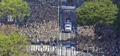 羽生结弦游行10万人狂欢 事后无人留下垃圾