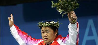 奥运冠军为国冒死一举 下台被送去抢救