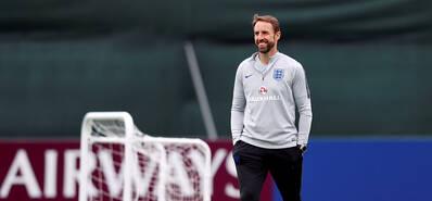英格兰队训练备战 大胜之后心情好