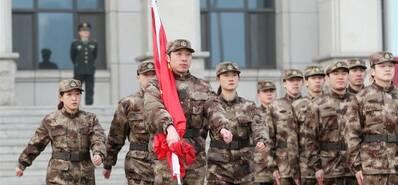 国乒军训结业汇报举行 四大奥运冠军护旗