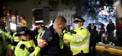 苏格兰球迷占领伦敦 警察逮捕闹事球迷