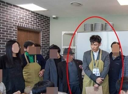 TOP转移服役后工作照公开 戴围裙出席区厅活动_春讯网