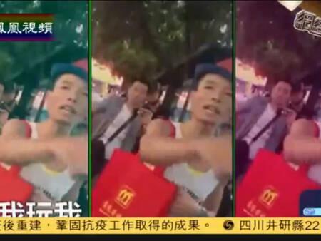 2014-11-22凤凰资讯榜 深圳街头百元哥走红:一百块钱都不给还打我