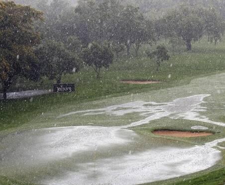 约堡赛受狂风暴雨侵袭被迫中断