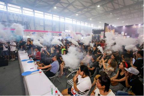 """2018年7月上海电子烟展,展位紧俏,90后新贵拥趸""""蒸汽衍"""
