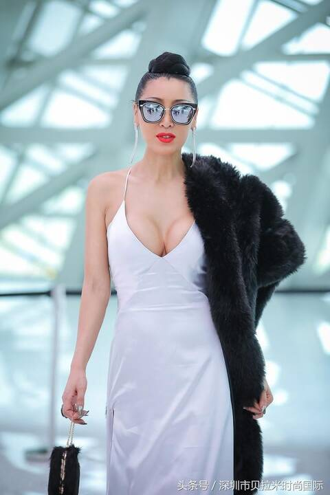 唐拉拉,素有全球时尚达人,超模女魔头,时尚女魔头,中国时尚先锋,大秀