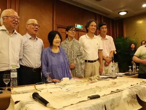 张仃先生35周年纪念聚会:《长城万里图》彩锦绣壁画展览