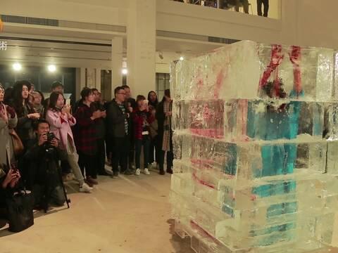 """""""北京·现场""""艺术家肖鲁受伤持续完成作品《极地》"""