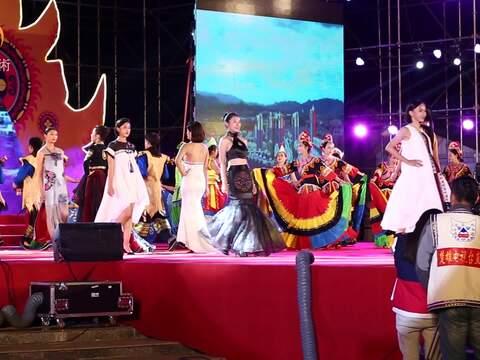千年赛装节隆重开启 向世界演绎最美民族风