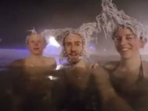加拿大零下30度泡温泉 头发瞬间加特技了图片