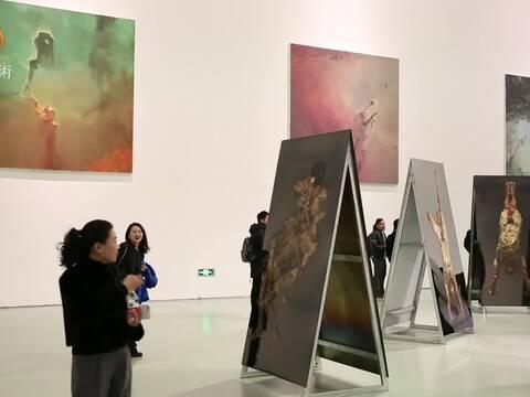 """""""棱镜""""袁元艺术展"""