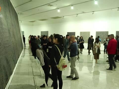 丁乙个展 再十示 在湖北美术馆开幕