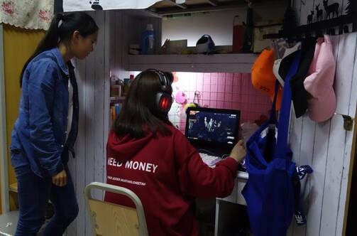 探访高校电竞专业女生宿舍 和想象的不一样