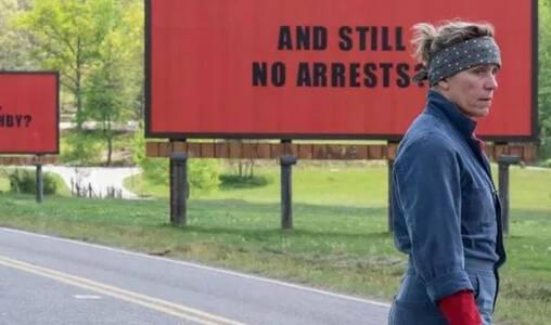 《三块广告牌》奥斯卡影后,教你在普天同丧的时代如何活下去