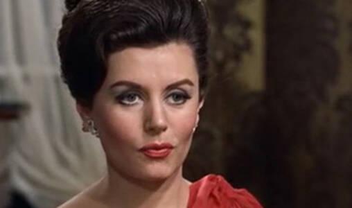 """首位邦女郎去世,她帮助促成了那句""""邦德。詹姆斯·邦德。"""""""