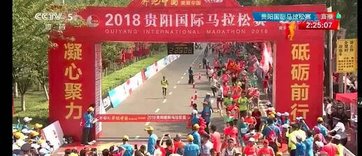 贵阳马拉松:叔叔晕倒让人心疼,三伏天跑步,安全就是PB。