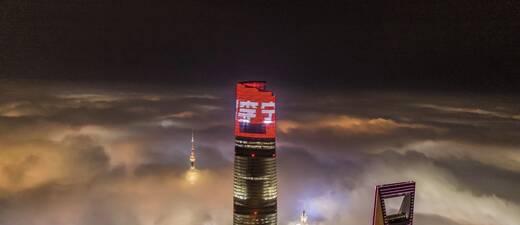 中国李宁超轻15代跑鞋发布 势轻天下点亮上海之巅