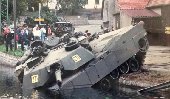 對不起,沒有好好看路:美軍M1坦克出糗了