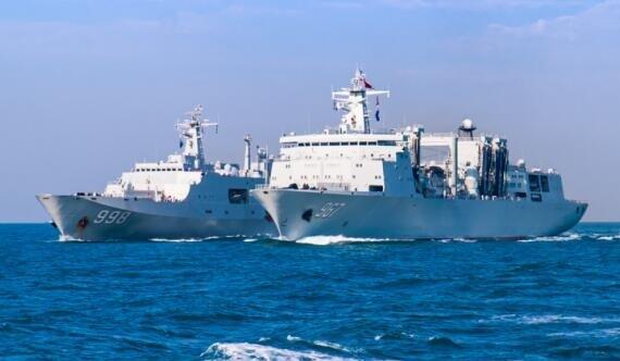 """就差国产航母加入""""航母奶妈""""与071南海编队演练"""
