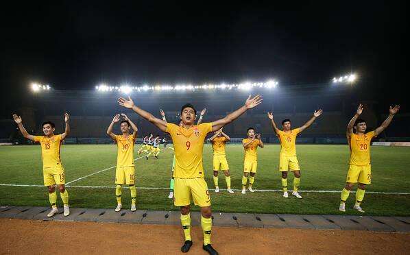 亚运会男足小组赛:中国队3-0完胜叙利亚