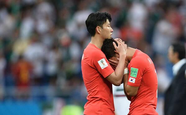 球队遭遇两连败 韩国球员失落不愿离场