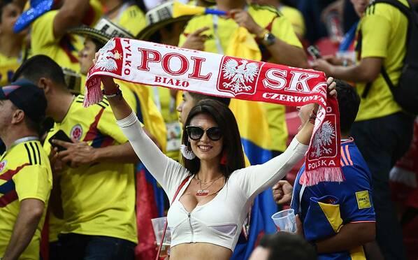 太养眼了!哥伦比亚和波兰女球迷亮了