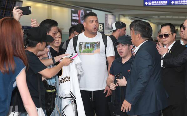 大罗又胖了!现身香港露双下巴大肚腩