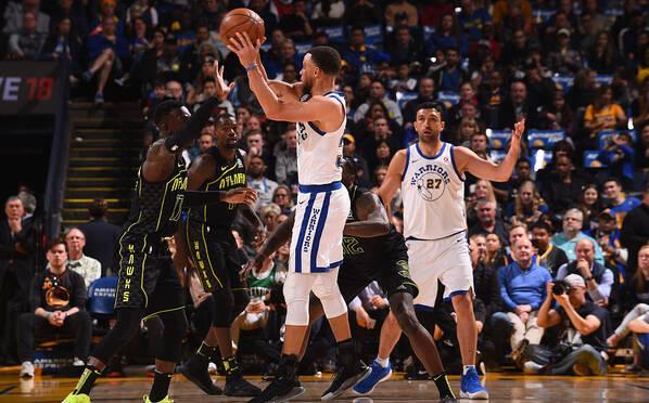 NBA-库里29分复出再受伤 勇士逆转老鹰