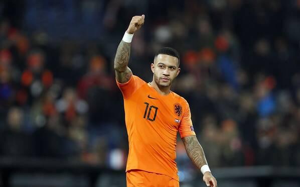 荷兰2-0法国 橙色旋风袭来德佩指天庆祝