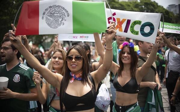 养眼!墨西哥球迷狂欢 美女身材太吸睛