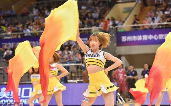 八国男篮争霸赛 拉拉队美女热舞助阵