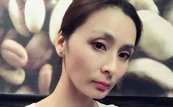 她曾是伏明霞的室友 如今41岁仍然单身