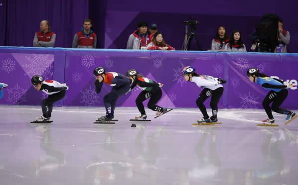凤凰直击——女子短道1500米韩国名将摔倒