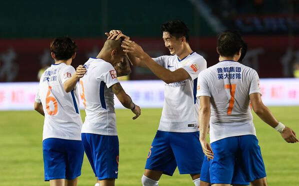中超-鲁能2-1逆转亚泰升榜首