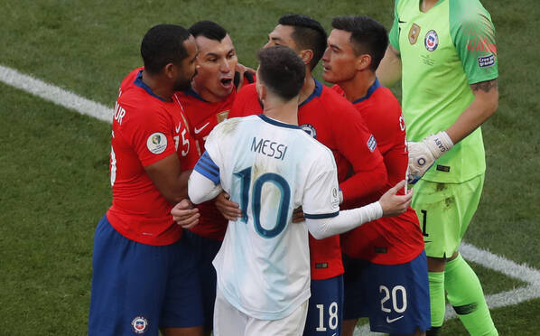 这是梅西生涯第二张红牌……